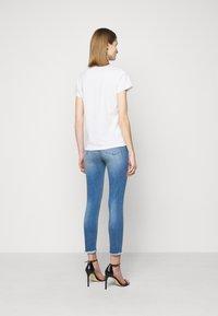 Pinko - BUSSOLANO  - T-shirt imprimé - white - 2