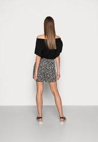 Selected Femme - FUMA  - Shorts - black - 2