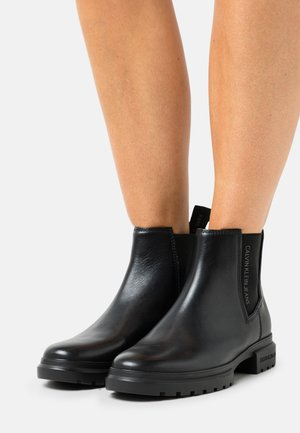 CLEATED MID CHELSEA BOOT - Korte laarzen - black