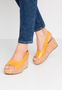 Högl - Platform sandals - mango - 0