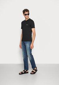 Calvin Klein - CHEST LOGO - Basic T-shirt - black - 1