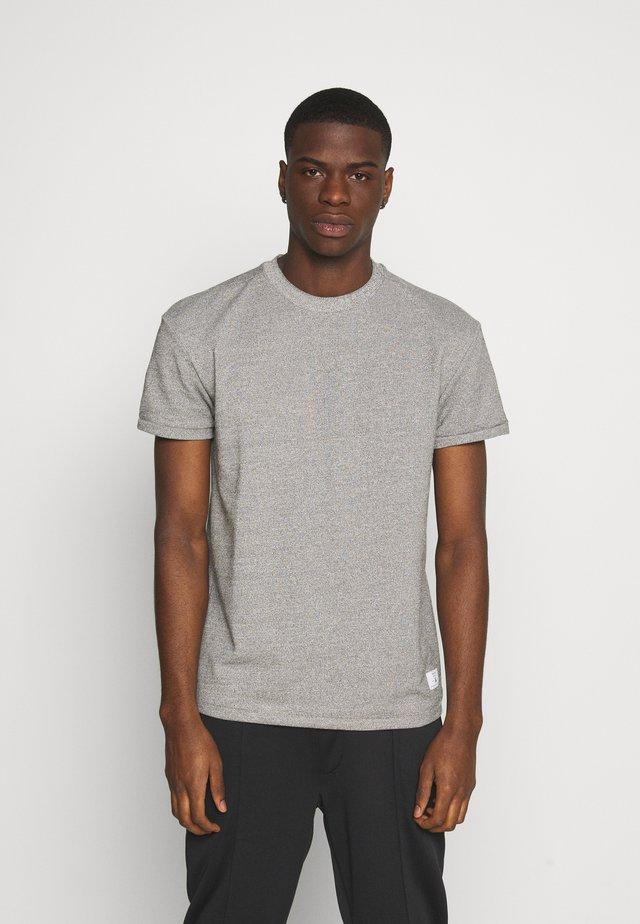 JPRBLAZAYN TEE CREW NECK - T-shirt basic - cool grey