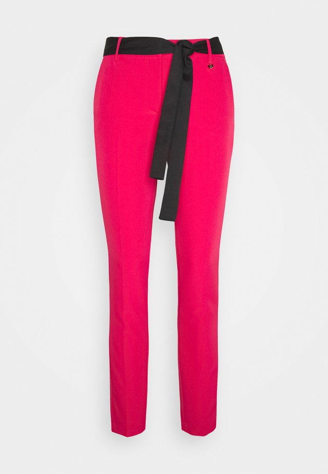 PANT CIGARETTE - Pantalon classique - candy red