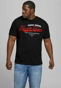 Jack & Jones - JJELOGO TEE O NECK - Print T-shirt - black - 0