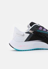 Nike Performance - AIR ZOOM PEGASUS 38 FLYEASE 4E - Neutrala löparskor - black/metallic silver/white/chlorine blue/anthracite/flash crimson - 5