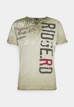 RIDGE - Print T-shirt - khaki