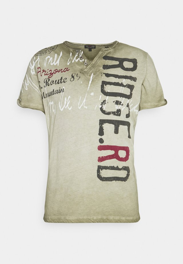 RIDGE - T-shirt con stampa - khaki