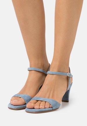 MECHI - Sandaalit nilkkaremmillä - jeans