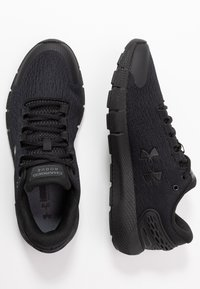 Under Armour - CHARGED  - Sneakersy niskie - black - 1