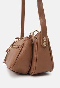 PARFOIS - CROSSBODY BAG SNATCH SET - Across body bag - camel - 3