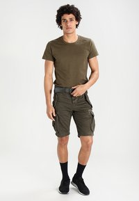 Superdry - CORE CARGO HEAVY - Szorty - beret green - 1