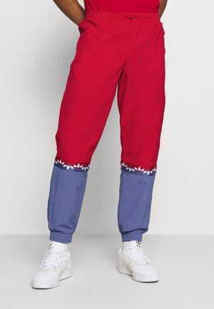 SLICE TREFOIL ADICOLOR PRIMEGREEN ORIGINALS SLIM TRACK - Spodnie treningowe - scarlet/crew blue