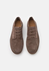 Selected Homme - SLHRIGA DESERT BOOT - Casual lace-ups - almondine - 3