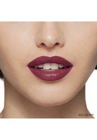 Bobbi Brown - LUXE LIP COLOR - Lipstick - red berry - 2