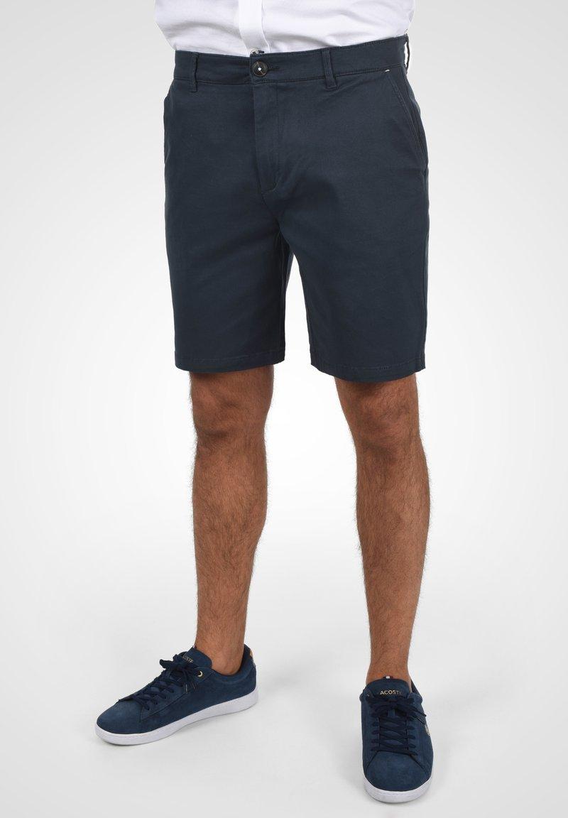 Solid - RAVI - Shorts - insignia blue