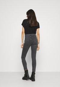 Topshop - SRIP JAMIE - Jeans Skinny Fit - washed black - 2