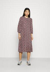 Moss Copenhagen - KAROLA RAYE DRESS - Shirt dress - black/lavender - 0