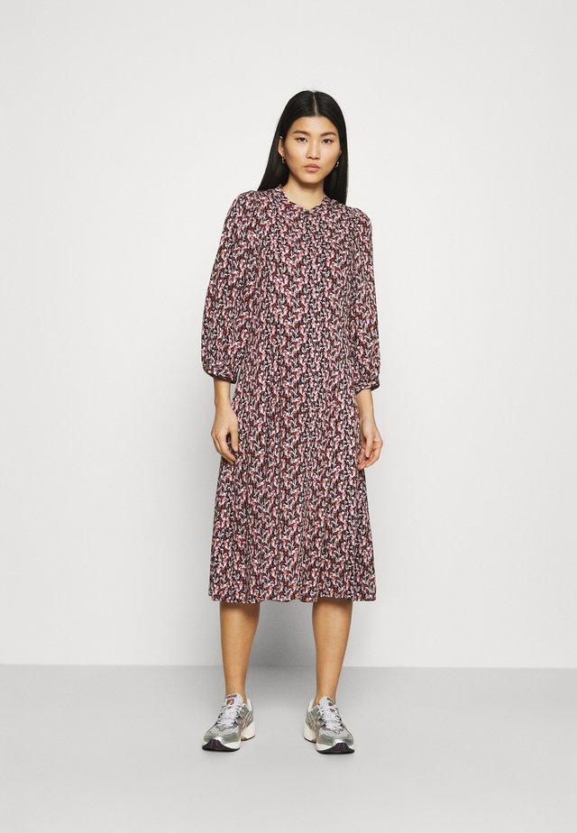 KAROLA RAYE DRESS - Skjortekjole - black/lavender