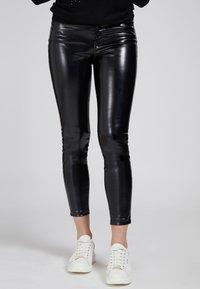 Guess - Trousers - schwarz - 0