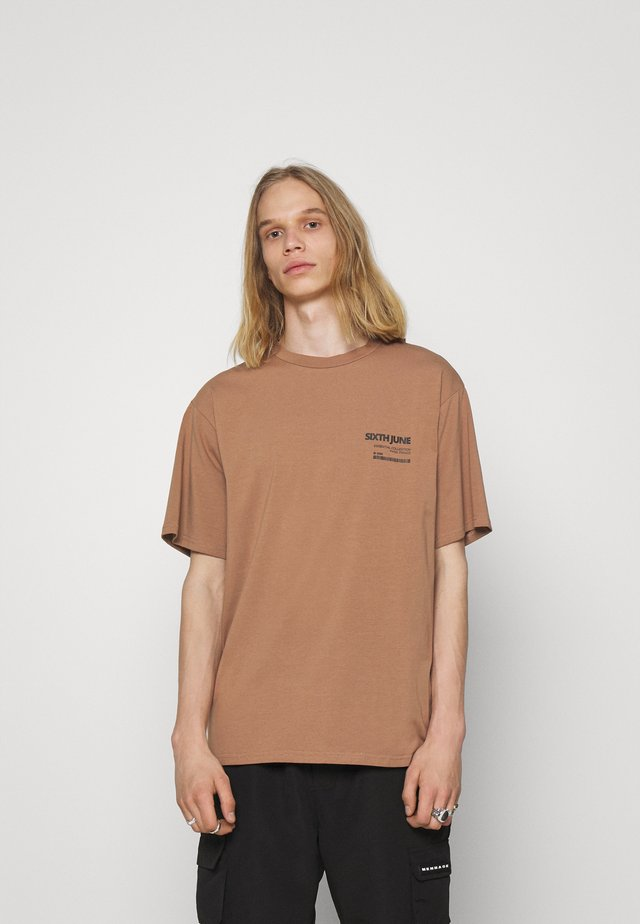 BARCODE TEE - Print T-shirt - brown