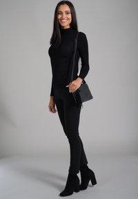 SURI FREY - ROMY BASIC - Across body bag - black - 1