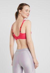 triaction by Triumph - EXTREME LITE - Sportovní podprsenky se silnou oporou - pink lemonade - 4