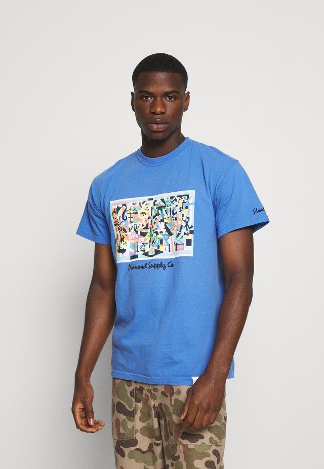 STUART DAVIS TEE - Print T-shirt - diamond blue