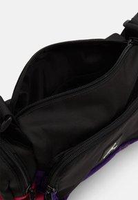 Jordan - JAN ALL GROUNDS CONVERTIBLE CROSSBODY BAG - Across body bag - black - 2