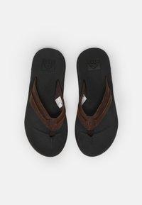 Reef - ELEMENT - Sandály s odděleným palcem - black/brown - 3