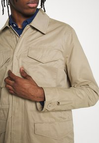 Burton Menswear London - POCKET SAFARI JACKET - Summer jacket - stone - 5