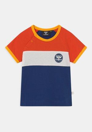 ANTON UNISEX - Camiseta estampada - estate blue