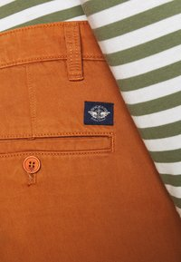 DOCKERS - CASUAL - Chinos - leather brown - 5