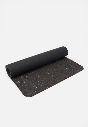 EVOLVE YOGA MAT 5 MM - Fitness / Yoga - black/black/black