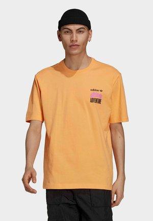 ADVENTURE MOUNTAIN BACK PRINT - Print T-shirt - orange