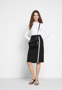 KARL LAGERFELD - CADY SKIRT - Pencil skirt - black - 1