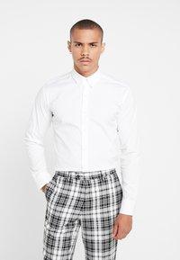 BY GARMENT MAKERS - THE ORGANIC SHIRT - Overhemd - white - 0