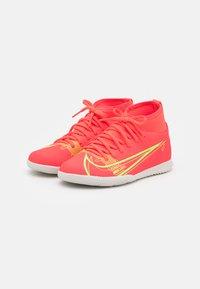 Nike Performance - MERCURIAL 8 CLUB IC UNISEX - Halové fotbalové kopačky - bright crimson/metallic silver - 1