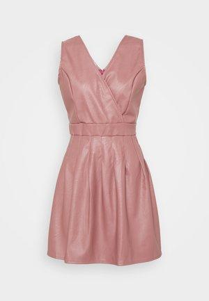ZASHA MINI DRESS - Koktejlové šaty/ šaty na párty - dark blush pink