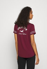 Hollister Co. - PRINT CORE - Print T-shirt - burgandy - 2