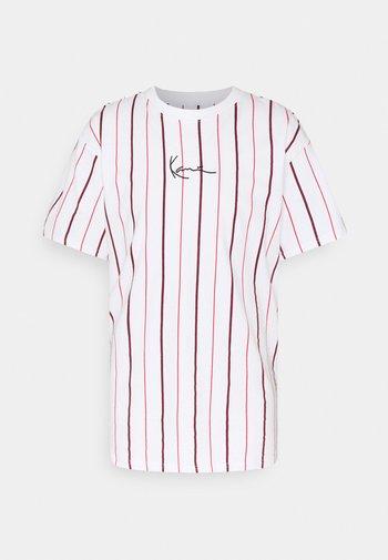 SMALL SIGNATURE PINSTRIPE TEE - Print T-shirt - white