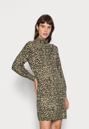 DRESS LEOPARD CLOSURE - Gebreide jurk - print