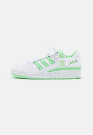 FORUM  - Zapatillas - footwear white/glory mint