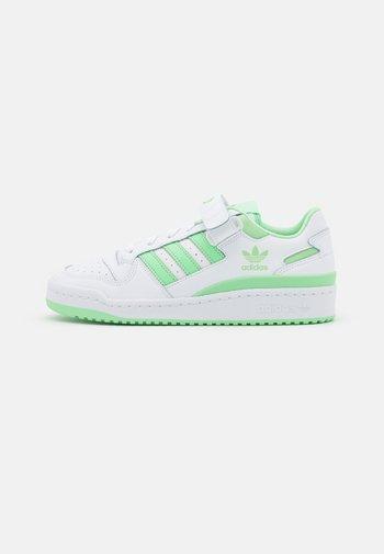 FORUM  - Joggesko - footwear white/glory mint