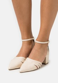 Bianco - BIADIVIVED FASHION WIDE FIT - Classic heels - creme - 0
