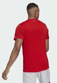 adidas Performance - 3-STREIFEN - T-shirt imprimé - red - 1