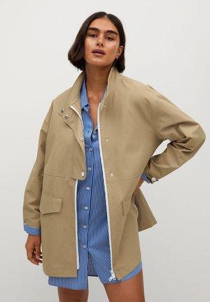 STRIP - Short coat - béžová