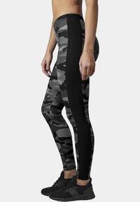 Urban Classics - Leggings - Trousers - darkcamo/blk - 2