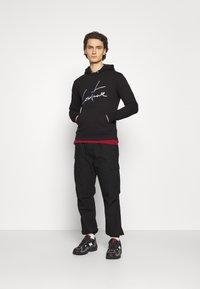 The Couture Club - ESSENTIALS SIGNATURE SLIM FIT HOODIE - Huppari - black - 1