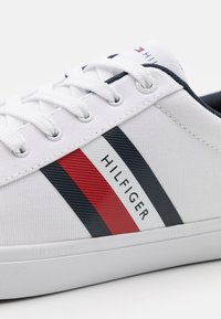 Tommy Hilfiger - ESSENTIAL STRIPES DETAIL - Sneakers - white - 5