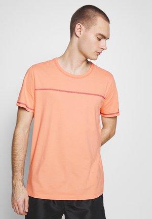 JORREMI TEE CREW NECK - T-shirts basic - Canteloupe